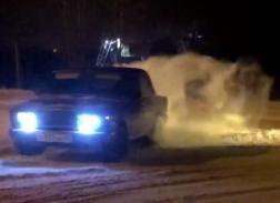 Возле пензенского торгового центра водители устроили опасные гонки