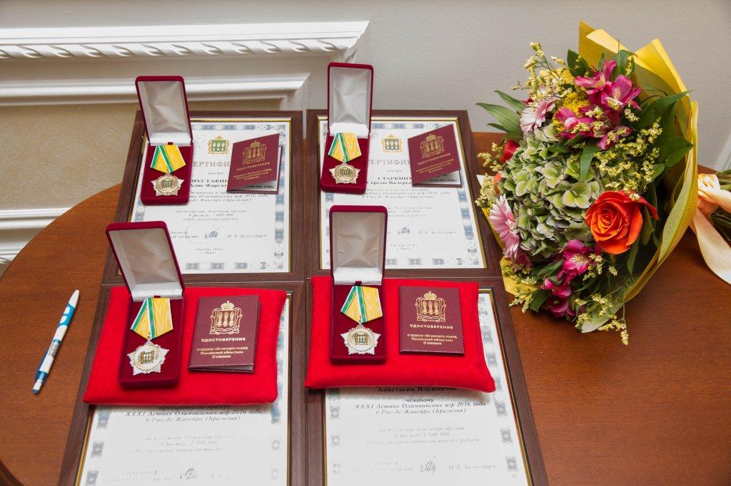 Пензенским олимпийцам вручили ордена и валютные сертификаты
